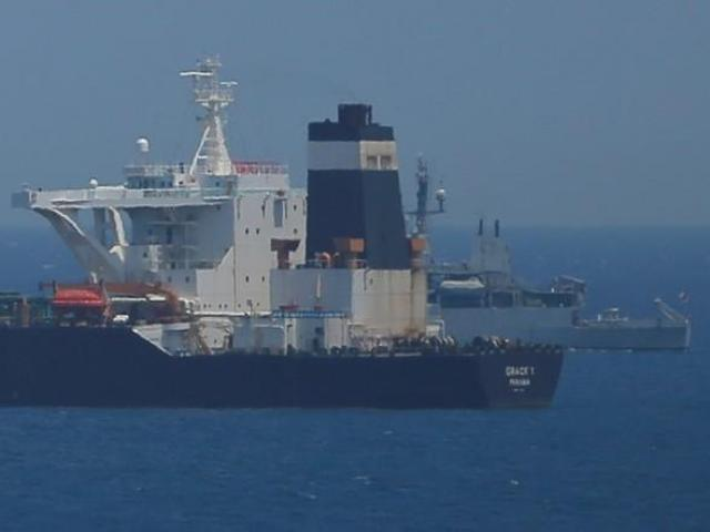 Sợ Iran trả đũa, tàu chở dầu Anh trốn vội ở Vịnh Ba Tư