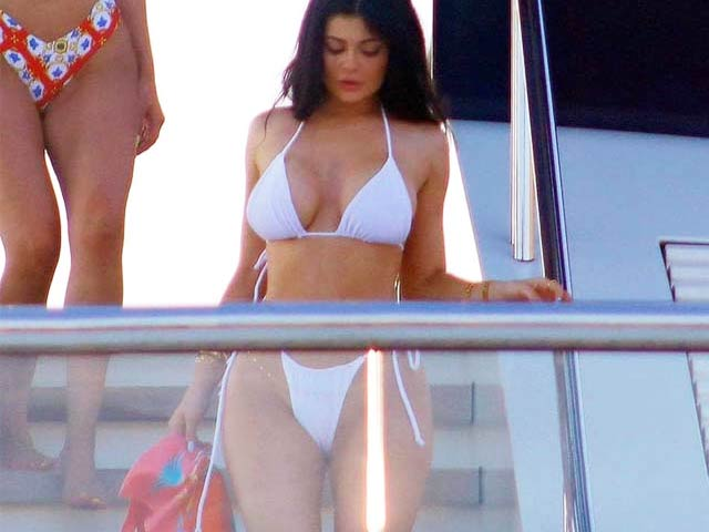 Nữ tỷ phú trẻ nhất thế giới mặc bikini hot thứ 2 thì hiếm ai dám nhận thứ 1