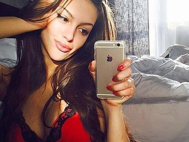 Người đẹp Nga lần đầu lên tiếng về cha đẻ của con sau vụ ly dị cựu vương Malaysia