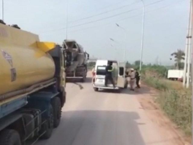CSGT nổ súng trấn áp xe khách cố tình bỏ chạy trên cao tốc Hà Nội-Bắc Giang