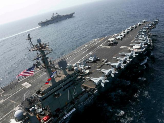 """Vì sao tàu sân bay Mỹ """"không dám"""" tiến vào eo biển Hormuz suốt từ tháng Năm?"""