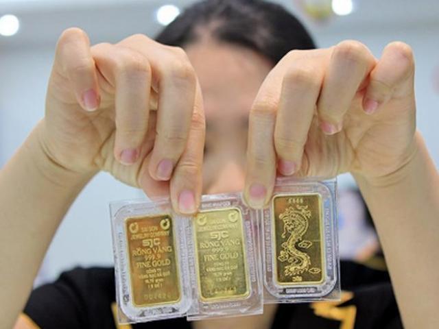 Giá vàng tăng vọt lên đỉnh bảy năm, mọi người vẫn thờ ơ?