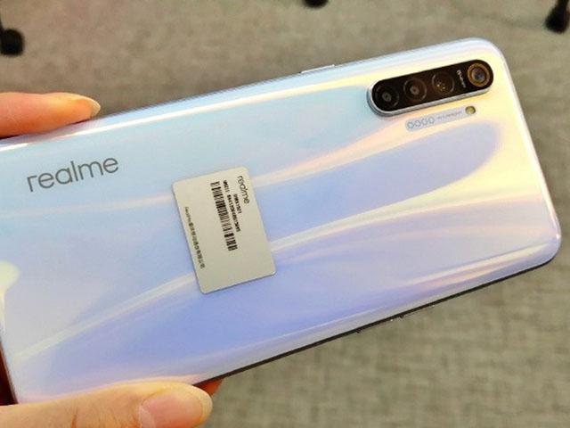Trên tay hàng nóng Realme XT camera khủng trước giờ G