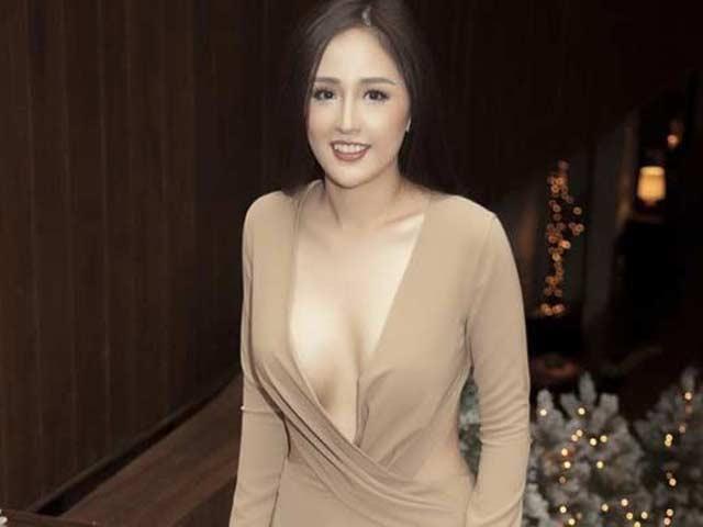 """4 Hoa hậu Việt Nam """"nghiện"""" váy khoe ngực: Người bị chê lố, kẻ được khen quyến rũ"""