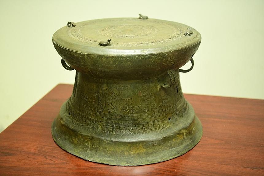 Chiếc trống đồng Đông Sơn tìm được ở làng Đồng Xá thuộc hạng quý hiếm.