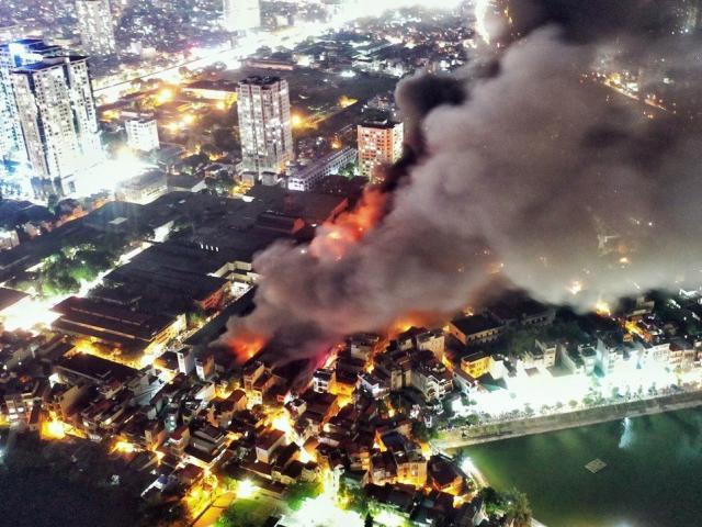 Cháy nhà kho Rạng Đông: Ngoài thủy ngân kịch độc, còn nhiều hóa chất khác