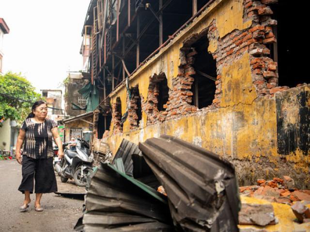 """Cháy nhà kho Rạng Đông: """"Gia đình tôi phải di tản vì mùi nồng nặc, khó thở"""""""