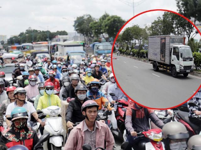 Kẹt xe khủng khiếp qua hiện trường TNGT chết người ở Sài Gòn