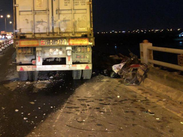 Lời khai của tài xế container đâm văng người đàn ông đi xe máy xuống sông Hồng