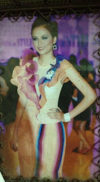 Từ năm 18 tuổi, Diễm Hương đã bắt đầu đi làm người mẫu cho giới teen. Năm 2010, cô đăng quang danh hiệu Hoa hậu Thế giới người Việt và lọt vào top 15 Hoa hậu Trái đất cùng