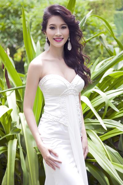 Bộ ảnh được Thu Thảo thực hiện ngay sau đêm đăng quang danh hiệu Hoa hậu Việt Nam 2012 vào cuối tháng 8 vừa qua tại Đà Nẵng. Cô