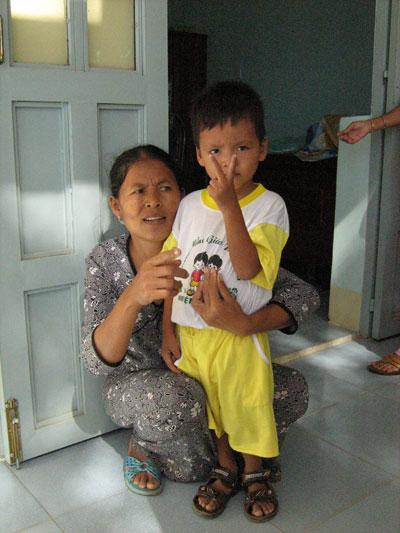 Đặng Hữu Nam và mẹ là chị Lâm Thị Tuyết.