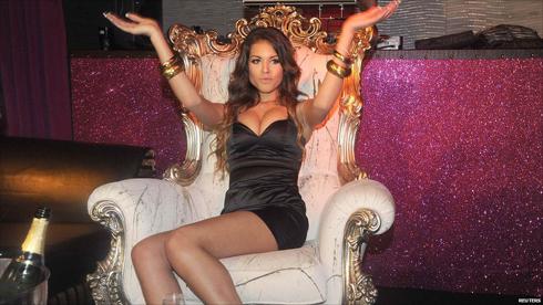 Vũ nữ Karima El Mahroug.