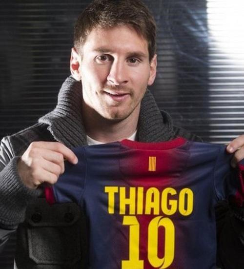 Messi và áo đấu có tên cậu con trai Thiago mới sinh