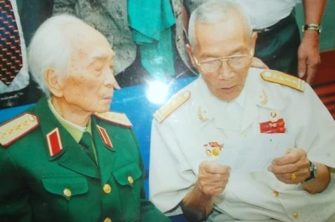 Bức ảnh chụp ông Sôn thăm Đại tướng năm 2009.