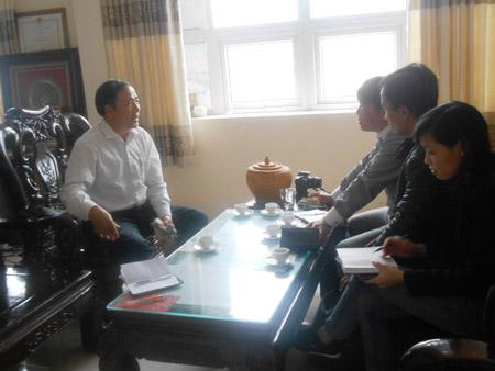 Giám đốc Bệnh viện Đa khoa huyện Thiệu Hóa trả lời báo chí về vụ việc.