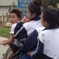 Clip: Nữ sinh kẹp 5, đánh võng trên đường