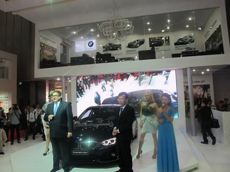 Tổng giám đốc hãng xe Lexus tại buổi trình diễn dòng xe mới nhất.