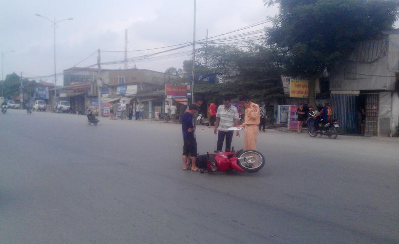 Lực lượng công an kiểm tra hiện trường vị tai nạn.