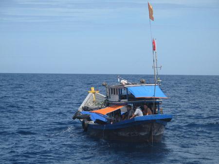 Hàng trăm tàu thuyền miền Trung đang nằm trong hướng đi của bão số 12