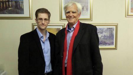 Ông Hans-Christian Ströbele và Edward Snowden gặp nhau trong ngày 31.10 tại thủ đô Moscow (Nga)