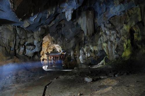 Bích Động là điểm đến không thể bỏ qua trong hành trình khám phá Tràng An, Tam Cốc. Ảnh: giavienland.