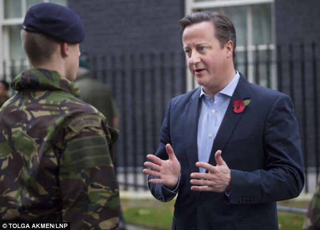 Thủ tướng Cameron nói chuyện với binh sĩ Anh về lễ kỷ niệm Thế chiến 1