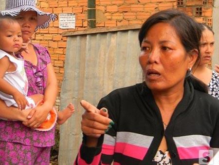 Chị Kim Huệ (thím của bảo mẫu Nhờ) kể lại thời điểm chị chạy đến phòng Nhờ khi nghe tin cháu L bị té ngã.