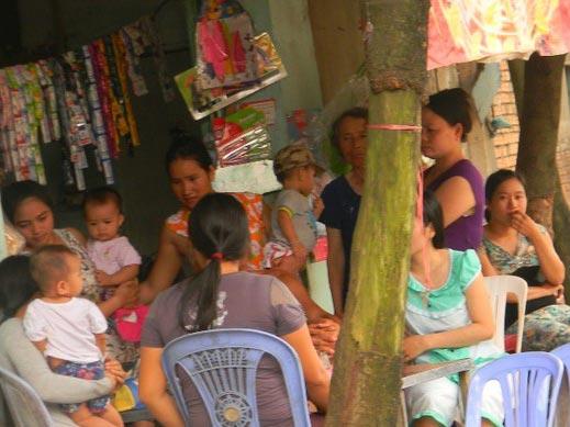 Người ở khu phố 6, phường Linh Trung, quận Thủ Đức (TP.HCM)cảm thấy căm phẫn, bàng hoàng trước hành động dã tâm của bảo mẫu Nhờ.