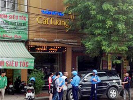 Gia đình nạn nhân Lê Thị Thanh Huyền đã 2 lần đến thẩm mỹ viên Cát Tường để tìm kiếm thi thể thân nhân sau khi chưa thể tìm thấy tại nơi bác sĩ Nguyễn Mạnh Tường khai ném xác