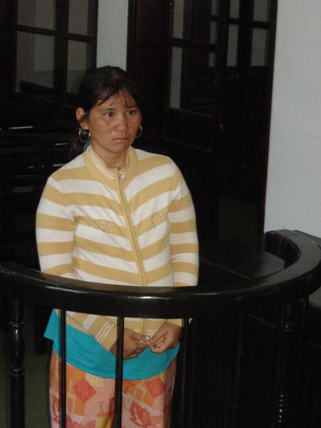 Siêu trộm vặt Phan Thị Kim Anh trong một lần hầu tòa .