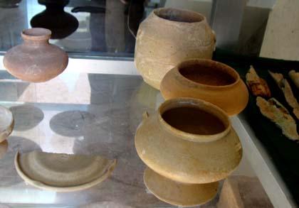 Cổ vật gốm anh Tuyến đào lấy từ mộ Hán.