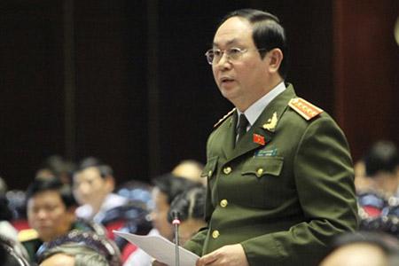 Bộ trưởng Bộ Công an  Trần Đại Quang trả lời chất vấn của đại biểu Quốc hội.