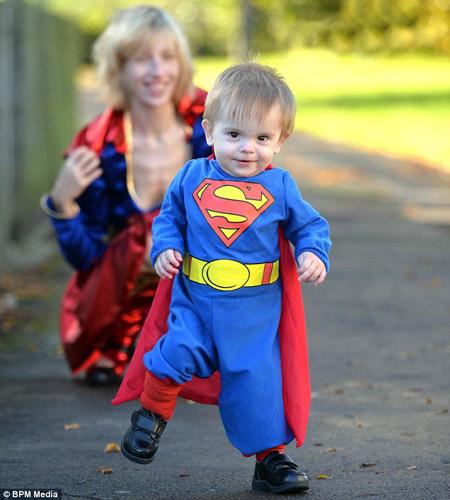 Trong khi phần lớn những đứa trẻ cùng lứa tuổi khác mới chỉ tập đứng, tập bò thì Jonathon đã biết đi bộ và nói chuyện từ thuở 7 tháng tuổi.