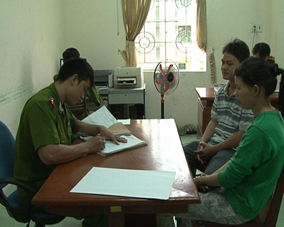 Anh Sơn và chị Huyền đến trình báo sự việc tại Công an TP Quảng Ngãi