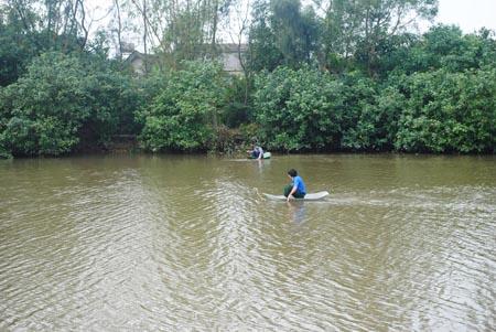 Tìm kiếm thi thể trên sông Cày