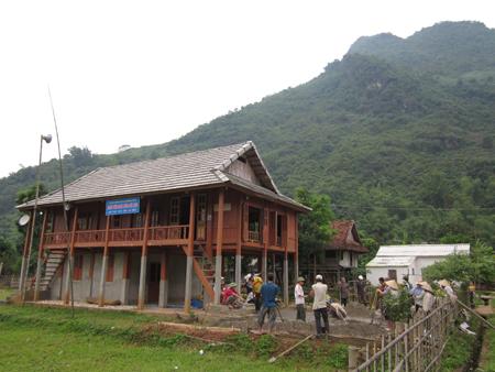 Cảnh một hoạt động hằng ngày của người dân thôn Mu.