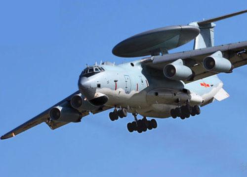 Máy bay chiến đấu và một máy bay cảnh báo sớm được điều ra vùng nhận dạng phòng không (ADIZ) ở Hoa Đông. Ảnh: SINA