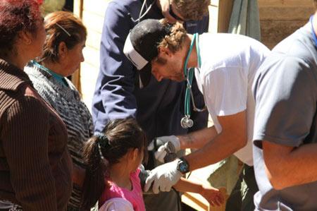 Những hình ảnh của Paul Walker trong những chuyến đi từ thiện