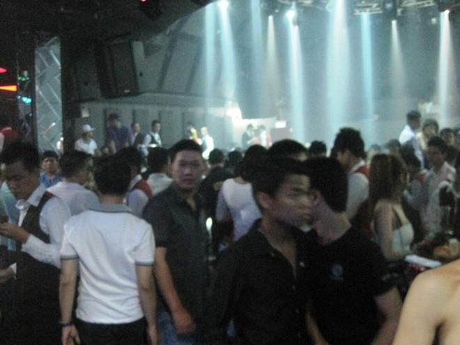 Khó kiểm soát tình hình mại dâm trong các quán bar, vũ trường.