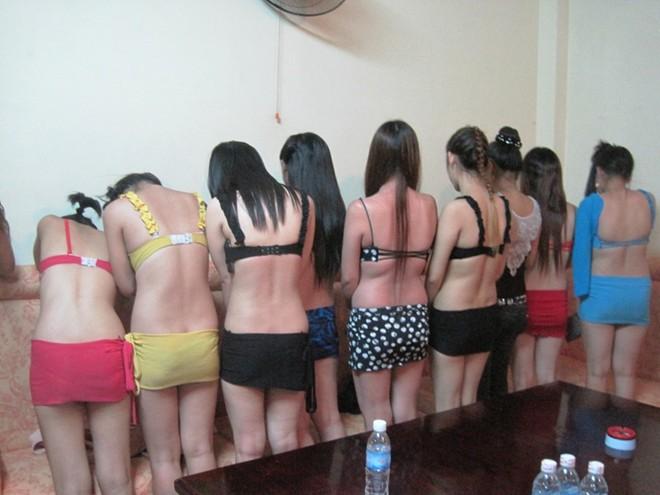 Nhà hàng karaoke, tiệm hớt tóc công khai hoạt động mại dâm.