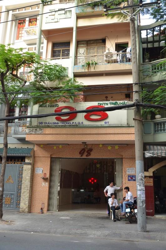 Nhà hàng 98 nơi 2 chị em Dung - Linh điều hành kiều nữ qua khách sạn Tân Thành Công bán dâm cho khách.