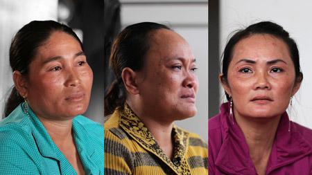 Từ trái qua, mẹ của Toha, Sephak và Kiều khi nói về lý do bán con gái cho động quỷ.