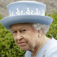 """Nữ hoàng Anh nổi giận với cảnh sát """"ăn vụng"""""""