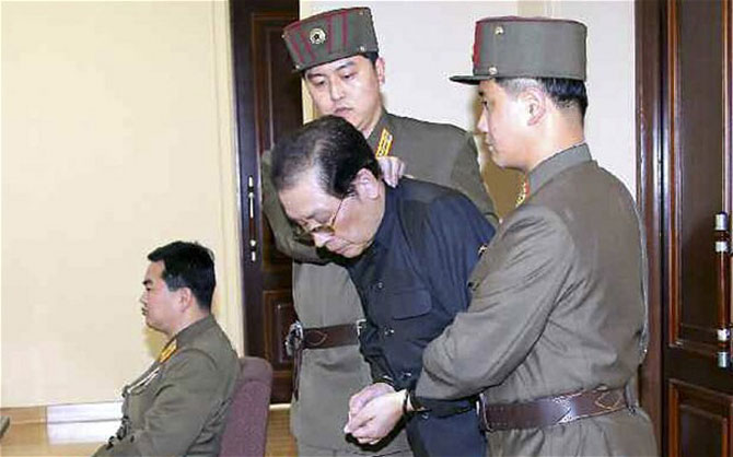 Ông Jang-Song-thaek được đưa vào phiên tòa.