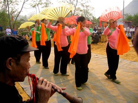Mùa cưới của người Giáy thường tổ chức từ tháng 10 năm trước đến tháng 2 âm lịch năm sau. Ảnh: Internet