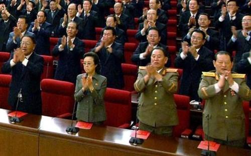 Bà Kim Kyong–hui xuất hiện bình an vô sự sau vụ hành quyết chồng gây chấn động trong và ngoài nước.
