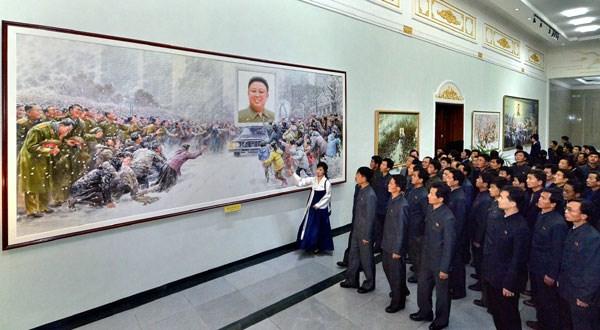 Triển lãm nghệ thuật kỷ niệm 2 năm ngày mất của ông Kim jong-Il tại Triều Tiên (Nguồn: Rodong Sinmun)