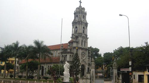 Nhà thờ Phùng Khoang trong phố Phùng Khoang, Thanh Xuân. Ảnh: Wiki.