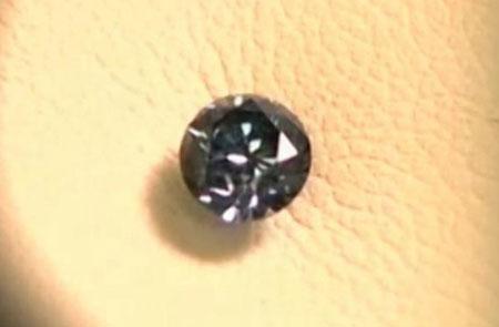 Quá trình sản xuất kim cương lưu niệm nhân tạo có giá thành 18.000 USD